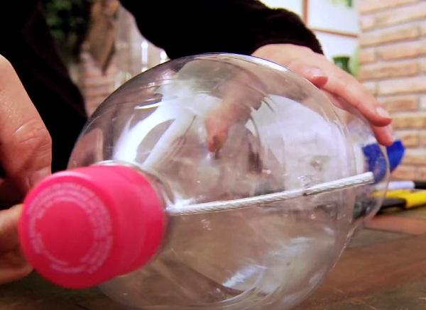jardin colgante con botellas